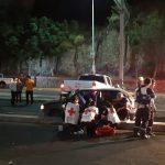 Vehículo choca con camioneta rumbo a La Cañada
