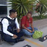 Policías de la #SSPMQ ayudan a hombre extraviado a localizar a su familia