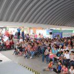 Luís Nava festeja a las madres en Felix Osores Sotomayor