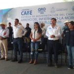 Gobernador entrega camino en Pinal de Amoles