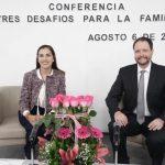 """La diputada Elsa Méndez encabezó la conferencia """"Tres desafíos para la familia"""""""