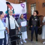 Diputada Connie Herrera entrega grúa para el cuidado de adultos mayores