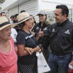 Luis Nava recorre el Mercado Hidalgo para informar de su primer año de trabajo