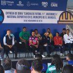 Gobernador entrega cancha y uniformes deportivos en El Marqués