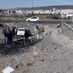 Mujer lesionada tras volcadura en el Fray Junípero Serra