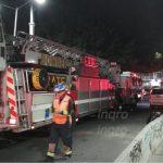 Hombre se arroja del puente de Corregidora Norte a las vías del tren