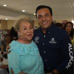 Celebra Luis Nava con maestros jubilados en su día