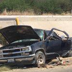 Cinco lesionados y un muerto tras volcadura de camioneta
