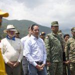 Gobernador Francisco Domínguez ratifica el apoyo a brigadistas que combaten incendio en la Sierra Gorda