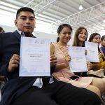 Entrega UAQ constancias de egreso a alumnos de Escuela de Bachilleres, Plantel Sur