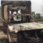 Arde camioneta en la Libre a Celaya