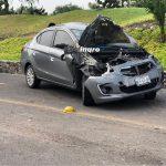 Vehículo se sale del camino en la libre a Celaya