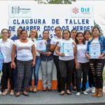 Concluyen cursos de barbería y deshilado en blusa en Chichimequillas, Los Héroes y Amazcala
