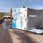 Actualización: Vuelca camión repartidor de garrafones en el Junípero Serra