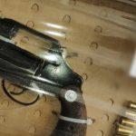 Se detiene a tres hombres instantes después de cometer un robo; portaban arma de fuego