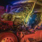 Rescatan a un hombre que quedó prensado en su vehículo