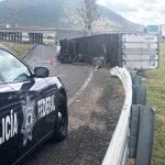 Vuelca tracto en el trébol de la autopista 57, y la carretera a San Miguel de Allende