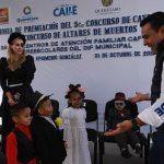 Luis Nava y Arahí Domínguez premian a los mejores altares de muertos de los Centros de Atención Familiar del DIF Municipal