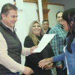 TOÑO MEJÍA ENTREGA 73 LICENCIAS A COMERCIANTES DE TEQUISQUIAPAN