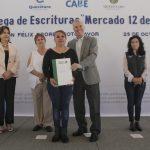 Municipio de Querétaro entrega escrituras a locatarios del Mercado 12 de octubre