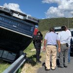 Esquiva a peatón pero vuelca en carretera a Huimilpan