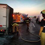 Atienden incendio en vehículo sobre la carretera 57