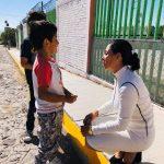 Apoya Connie Herrera con señalética en escuela de la Delegación Félix Osores