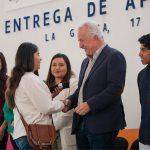 Enrique Vega encabeza la Tercera entrega de lentes en El Marqués