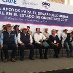 Gobernador entrega apoyos agrícolas al campo queretano