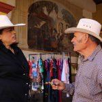 Elvia Montes visita a locatarios de Bernal