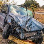 Grave tras destrozar su vehículo en Circuito Universidades