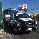 Bajaba de transporte público y un ciclista la lesiona