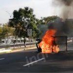 Volcadura e incendio de camioneta