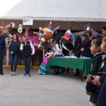 Premian a ganadores del segundo concurso de manualidades Piñatas Navideñas
