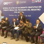 Gobernador entrega 165 actas de nacimiento gratuitas en formato braille