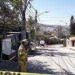 Atienden accidente de pipa de gas en Colinas del Bosque