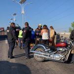 Atienden a motociclistas accidentados