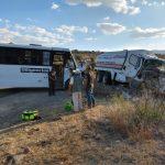 Pipa sin frenos impacta a autobús. Hay 25 lesionados