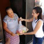 Entrega Elsa Méndez apoyos a personas de la tercera edad durante esta contingencia