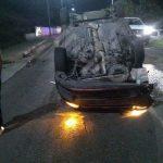 Vehículo termina volcado en carretera a Chichimequillas
