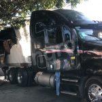 Causó destrozos con tráiler en colonia Carrillo Puerto y huyó