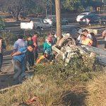 Volcadura aparatosa en el Anillo Vial Fray Junípero deja dos lesionados