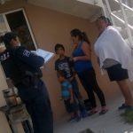 Policías de El Marqués ayudan a menor a regresar con su familia.