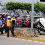 Choca camioneta en Bernardo Quintana