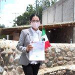 Entrega Connie Herrera alimentos y gel antibacterial a mujeres indígenas