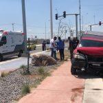 Camioneta se queda sin frenos y choca contra vehículo en avenida Paseo Querétaro