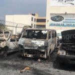 Incendian lote de autos. Se pierden ocho unidades