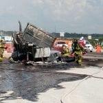 Se incendia trailer sobre la autopista 57