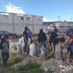 Vecinos de Querétaro realizan tareas de limpieza para evitar inundaciones