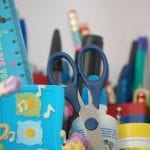 Entrega paulatina de útiles y uniformes escolares